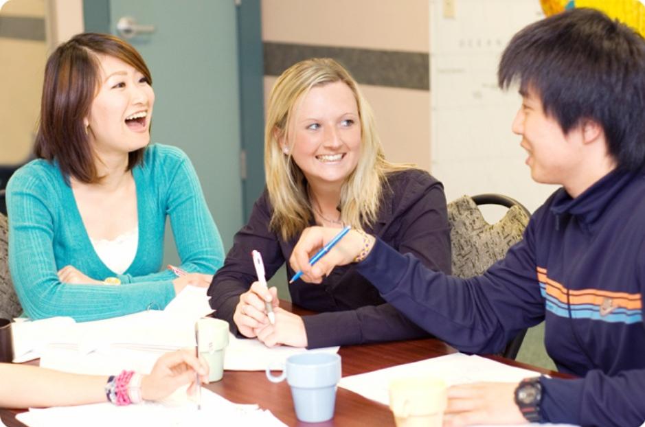 Tiếng Anh giúp con người các nước gần gũi với nhau hơn